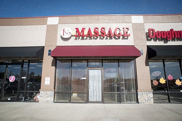 sandwich body massage Olathe, Kansas